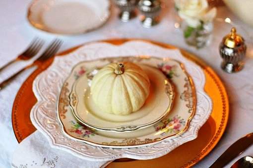 thanksgiving+table+setting+pumpkin
